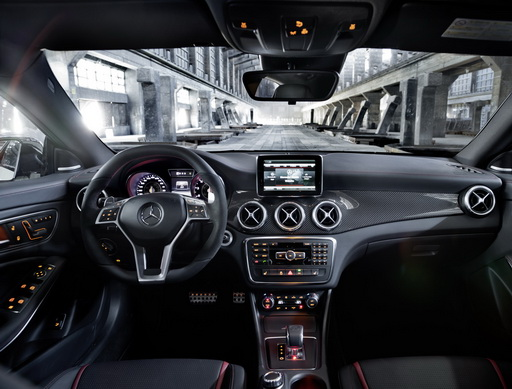 Mercedes CLA 45 AMG салон